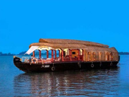 Best Delux Houseboat In Allapuzha