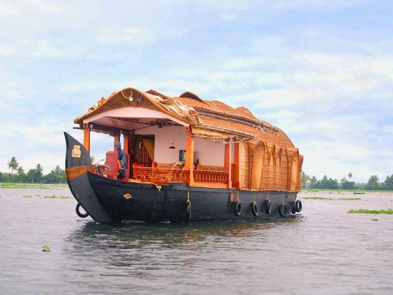 Cheapest Delux Houseboats In Allapuzha