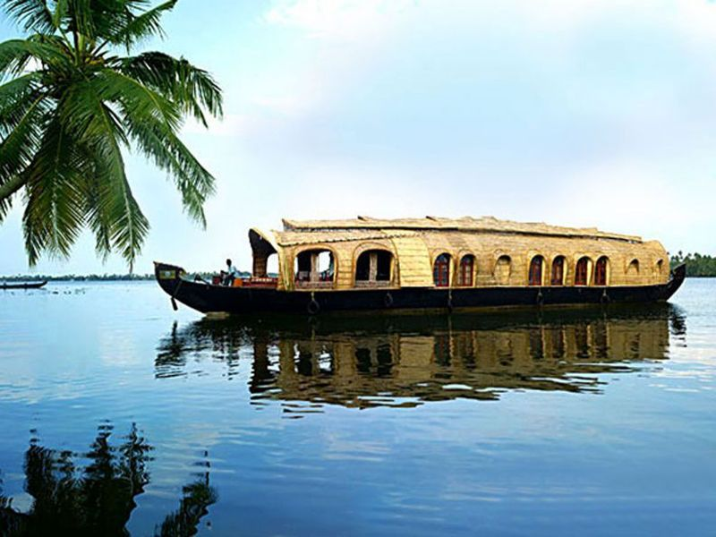Best Delux 2 Bed Houseboat  For Rentals In Kollam
