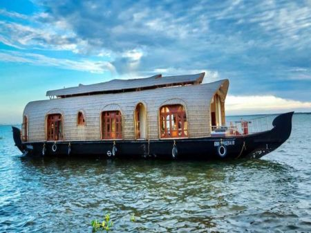 Best Houseboats In Alleppey