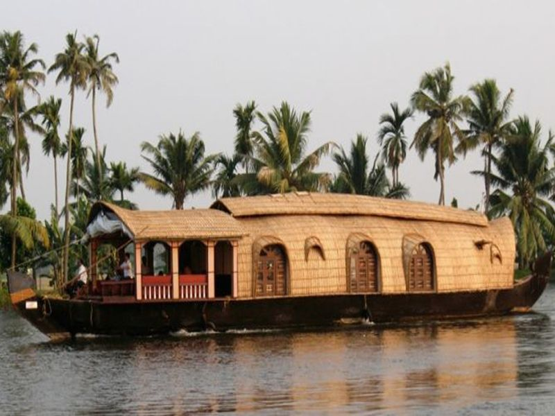 Best Family 4 Bed Standard Houseboat Kollam