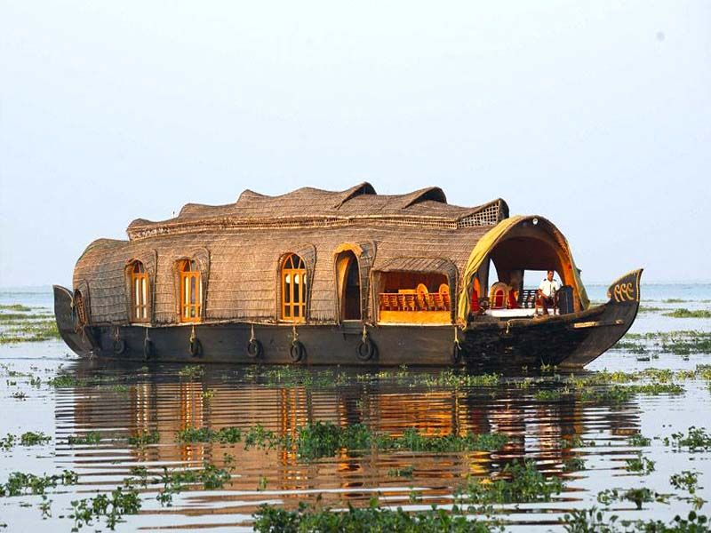Best Delux Houseboats In Alapuzha