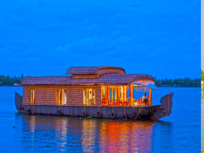Best Super Luxury Houseboats In Alappuzha