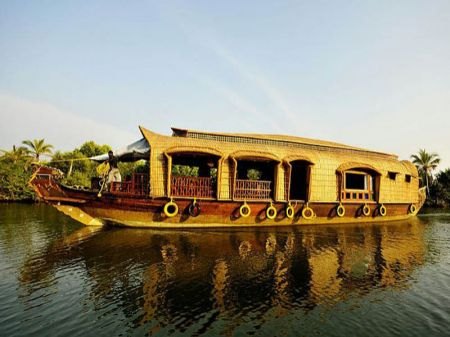 Luxury Houseboats In Kumarakom