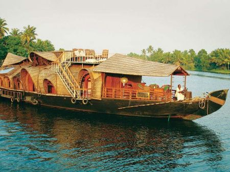 Luxury Houseboat Packages In Kumarakom