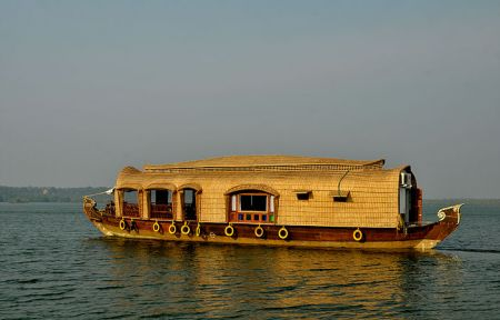 Super Delux Houseboats In Kumarakom
