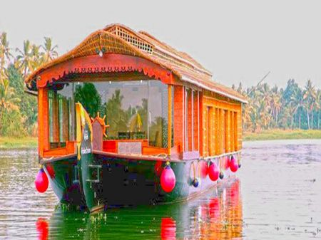 Premium Houseboat In Kollam