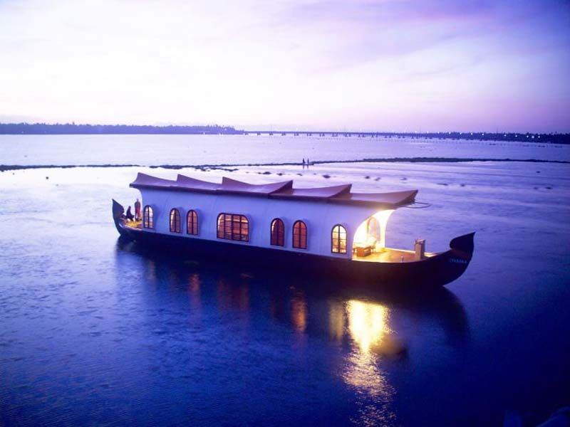 Houseboat Couple In Alappuzha