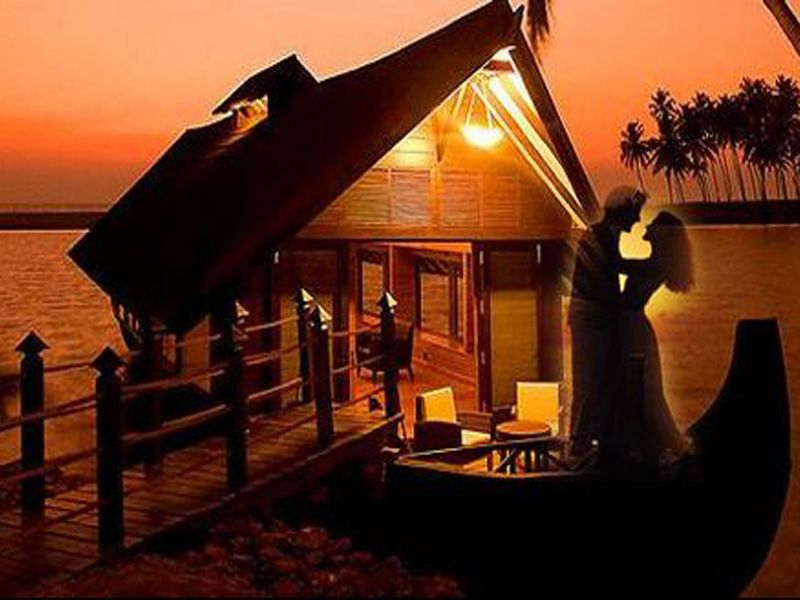 Romantic Houseboat Honeymoon Tour Packages In Thekkady