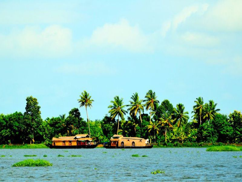 Houseboat Honeymoon Tour Packages In Kerala