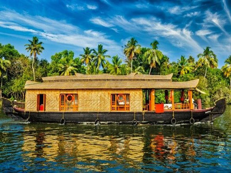 Vembanad Lake Houseboat In Kumarakom