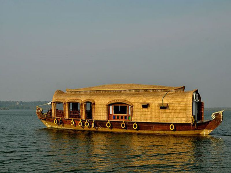 2 Bedroom Houseboat In Kumarakom