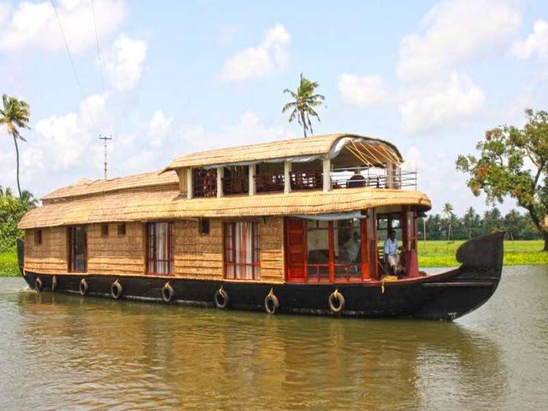 Delux Houseboat Couple In Alleppey
