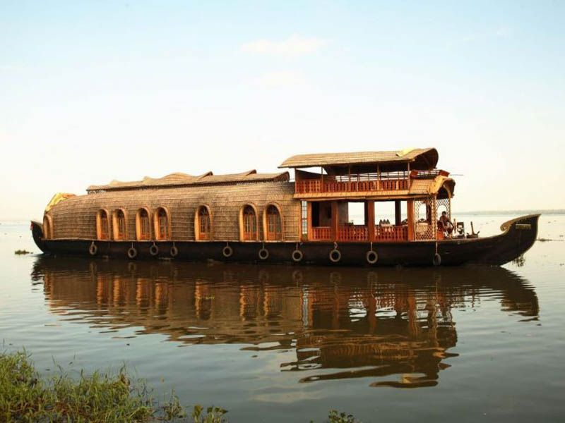 4 Bed Houseboat For Family  Kollam