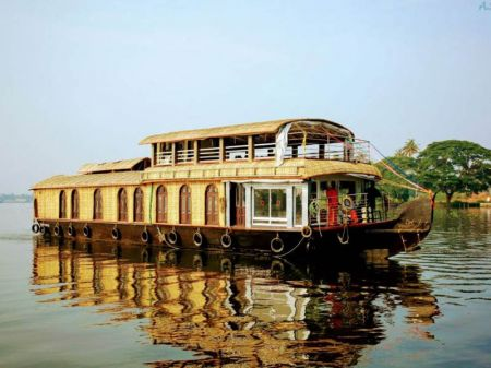 1 Bed Premium Houseboats In Kollam
