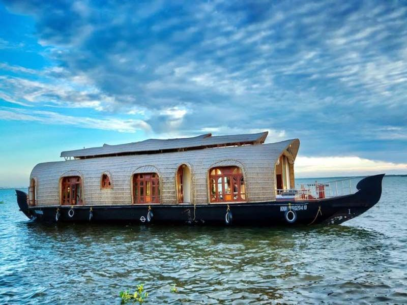 Luxury Houseboat In Kumarakom