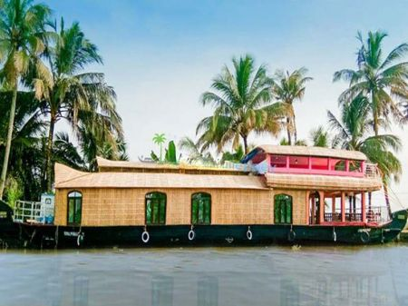 Luxury Houseboat In Kollam
