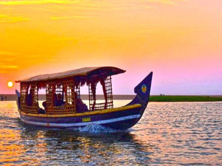 2 Bed Luxury Houseboat Kollam