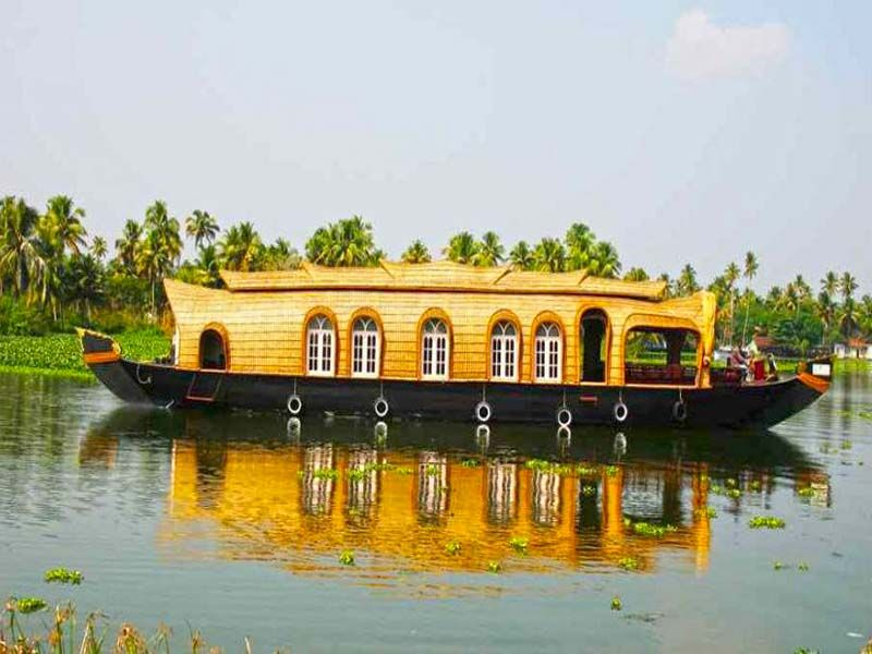 Luxury Houseboat In Alleppey