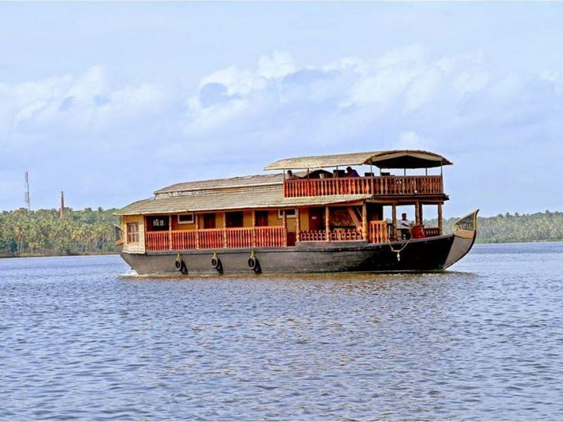 luxury 0 beds houseboat booking for nights in kovalam at cheapest rate rs 10000