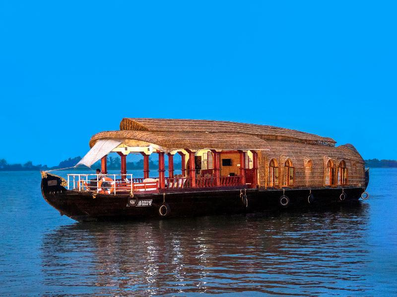 Traveling in Kerala houseboats