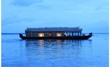 Bed Deluxe Houseboats in Alleppey/Alappuzha